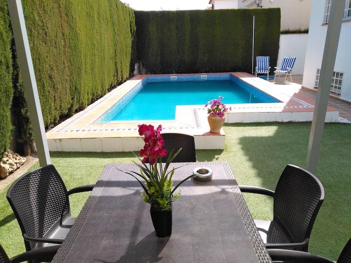 Chalet de 4 chambres à Cúllar Vega, avec piscine privée, terrasse aménagée et WiFi - à 45 km des pistes