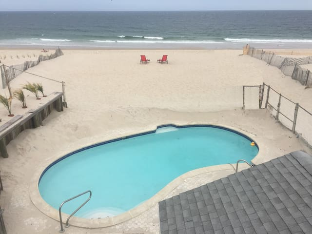 OCEANFRONT PRIVATE BEACH + POOL + Home Sleeps 22