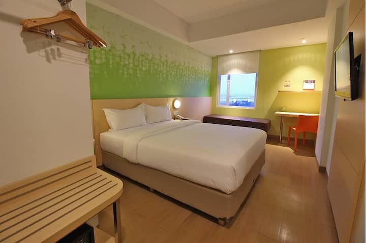 Compact Room Breakfast Harbour Bay Batam by Zest
