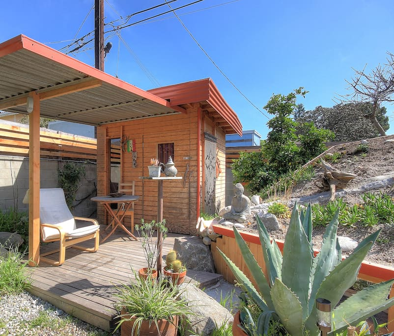 Tiny home in artistic oasis near venice and lax cabins for Cabins near los angeles