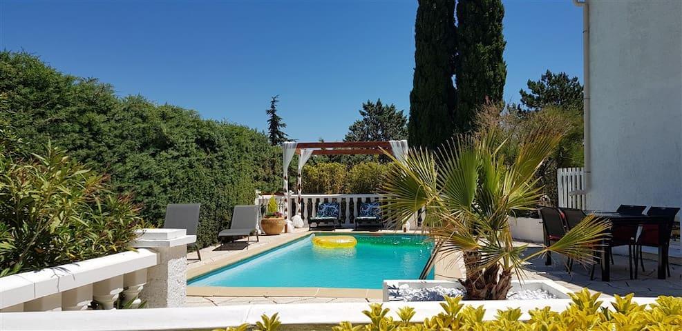 Villa T3 à 10' de Cassis - Piscine Cuisine d'été