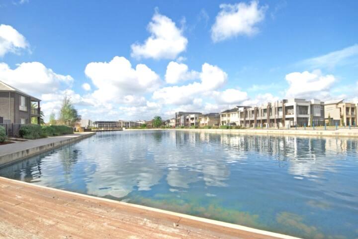 Mawson Lakes Retreat 02