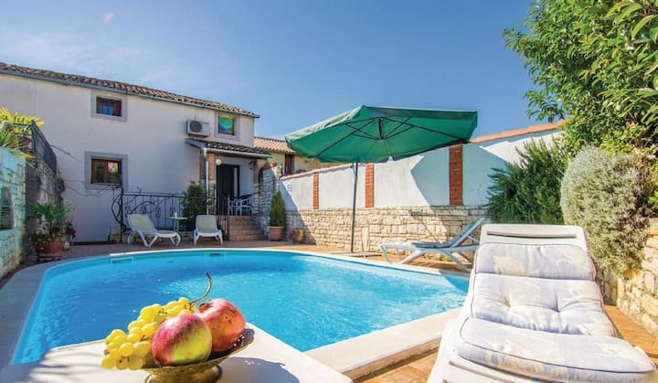 MARINA Holiday House with Pool