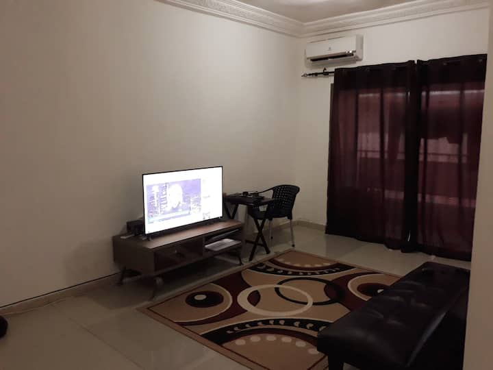 American Studio with pool, Zone 4, 10 mins airport