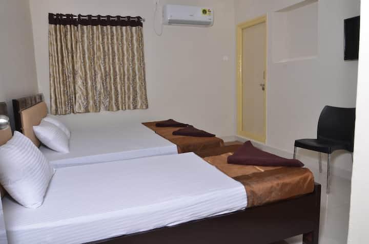 Dwaraka Residency Triple Room Near Anjaneya Swamy Poranki Vijayawada