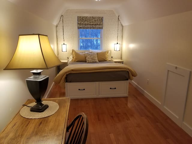 Queen sized comfortable bed with luxury quality linens