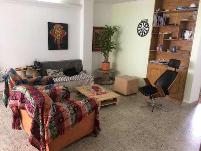 Private room in the heart of Laureles