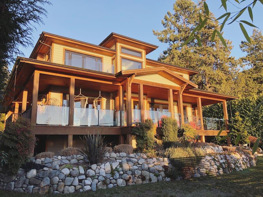 The Bonniebrook Beach House