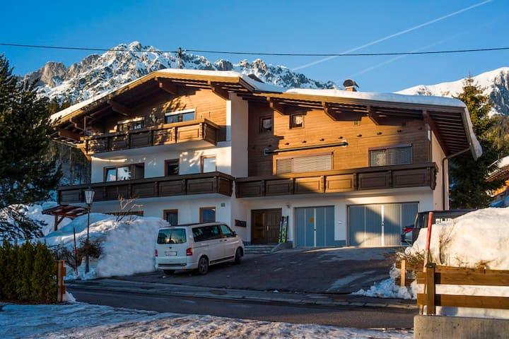 große Wohnung mit Bergblick