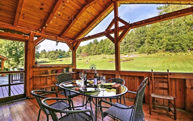 Charming 6BR 'Craftsbury Farmhouse' w/Hot Tub - Craftsbury - House