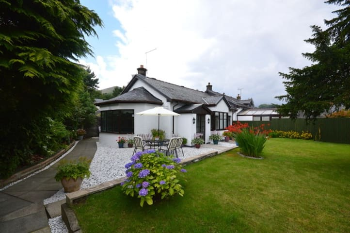 Historic cottage in Luss with private garden