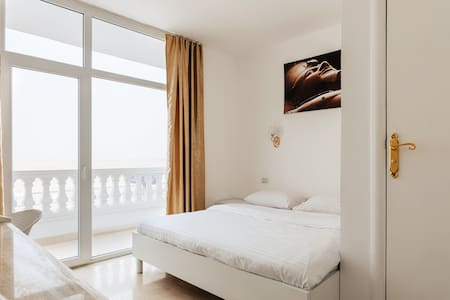 Double room with Pyramids view