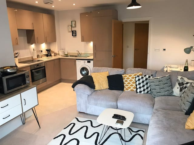 Stylish central Chichester home away from home