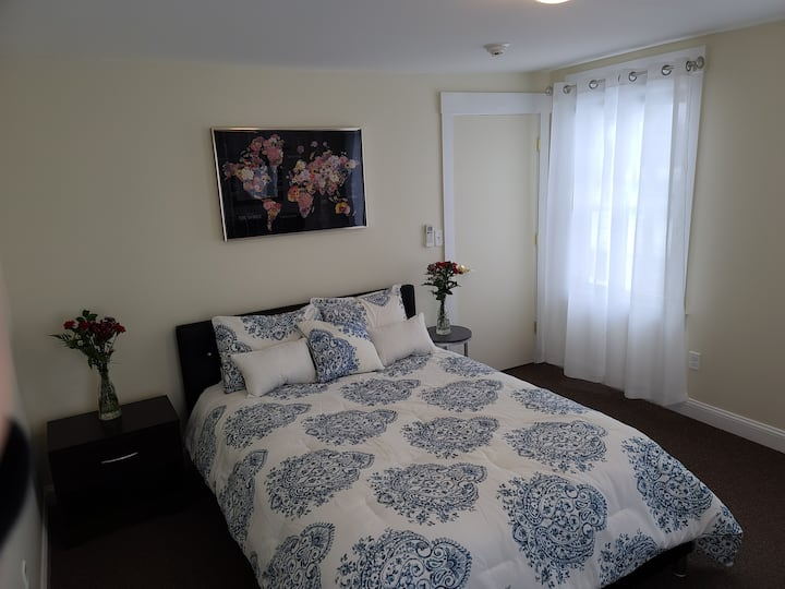 Clean, Comfy & Convenient 1 Bed apt in the Village