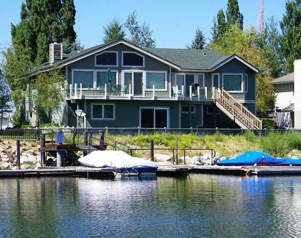 Remarkable Expansive Tahoe Keys Home with Dock - Eteläinen Lake Tahoe - Talo