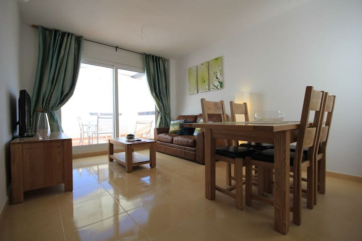 Two Bedroomed Apartment Top Floor With Free WIFI.