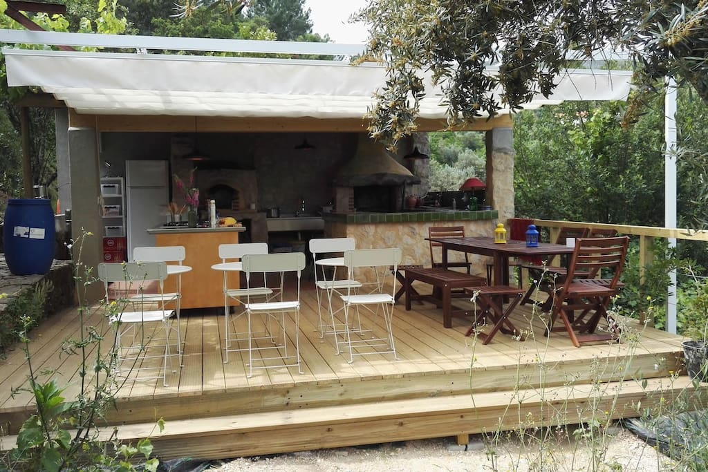 Outdoor kitchen and dinning space