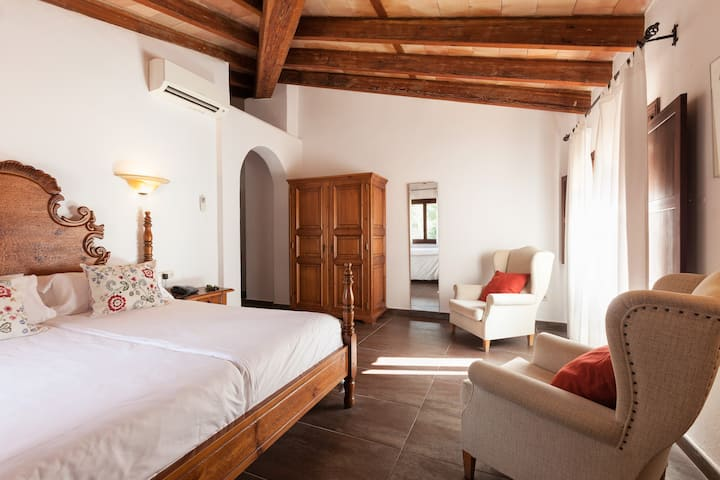 Finca-Hotel Albellons / Suite Room Only