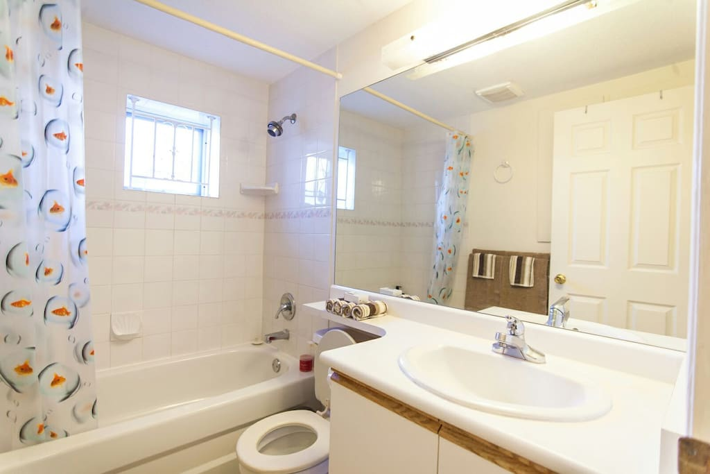 Take a refreshing bath after your day in Vancouver in a spotless bathroom with fresh towels.