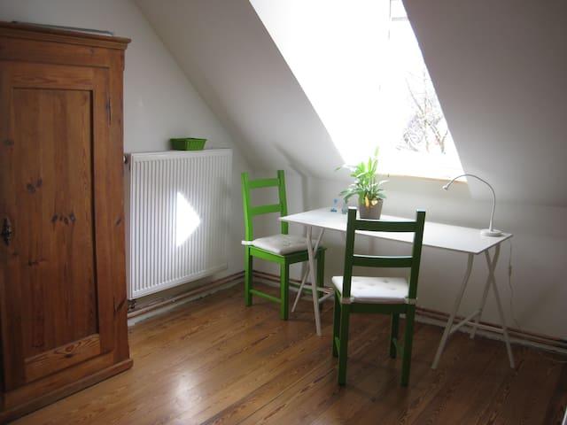 Gemütliche Wohnung unterm Dach - Kandern - บ้าน