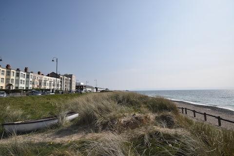 PWLLHELI Seafront Spacious Flat 4star pet friendly