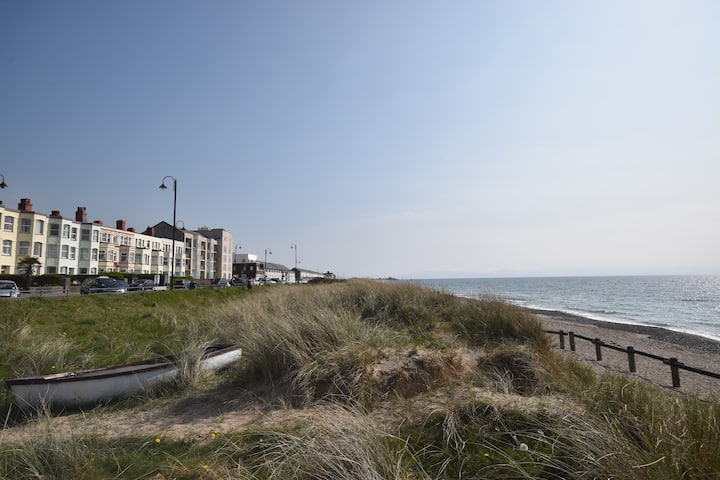PWLLHELI Seafront Spacious Flat 4star pet friendly