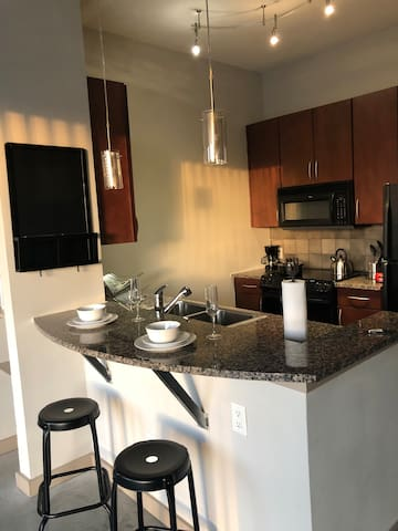 Modern and Cozy! Close to DWNTWN, Sports, Art!