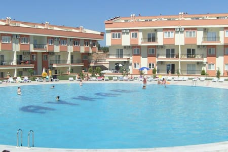 Spacious 3 Bedroom Apartment Didim - 迪迪姆 - 公寓