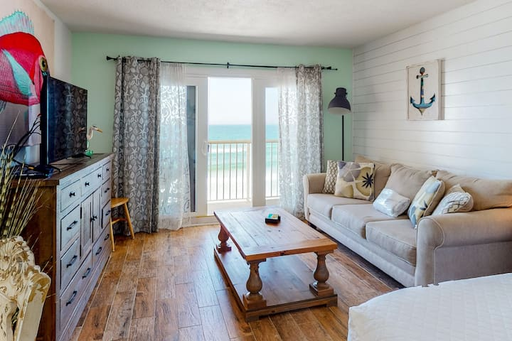 Modern, Gulf Front Condo w/ Beach Setup Included, Short Drive To Dining