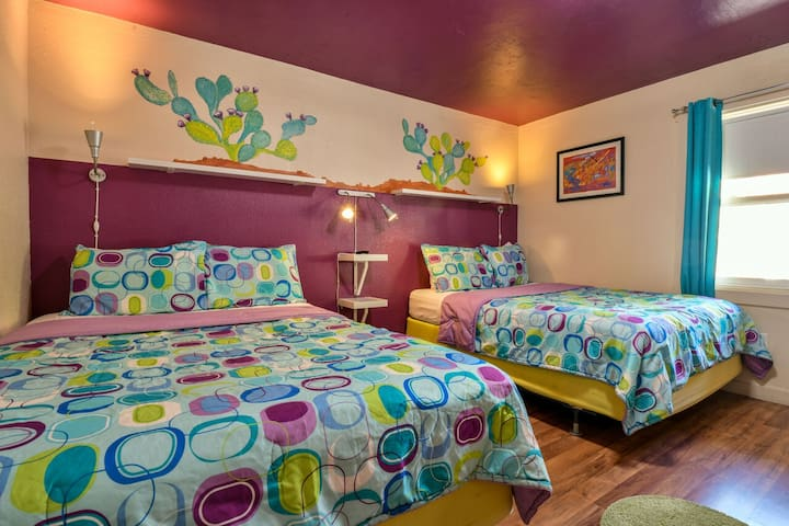 Lodge 4 - Downtown location. Studio with shared hot tub. No Cleaning Fee.