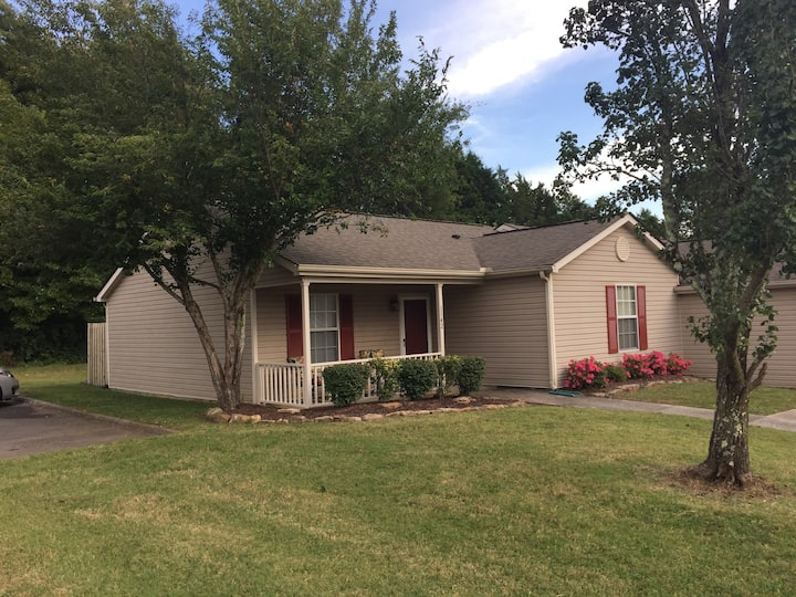 Attractive Knoxville Condo Close to Everything!