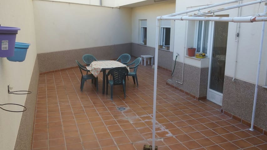 Piso grande y céntrico con patio de uso exclusivo - Valdepeñas DO - Appartement