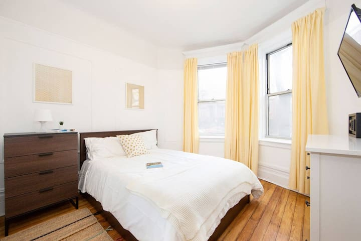 Chic Private Bedroom in Stuyvesant Madison