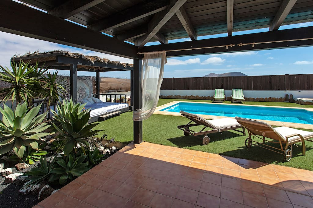 villa con piscina privada y jard n 1000m2 houses for