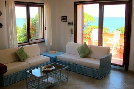 Casa sulla spiaggia con giardino - Cala Liberotto
