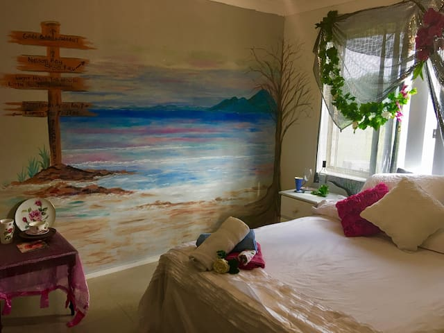 "Painted ""Inn"" Port Stephens ""Art Retreat """