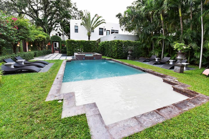 Charming & Historic 1 Bedroom & Pool Miami Cottage