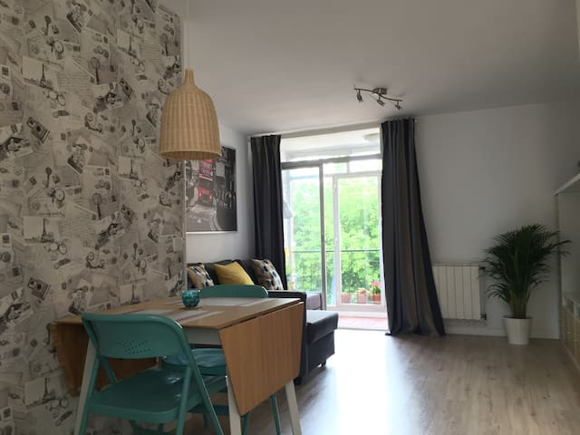 Bright room with excellent city center connection
