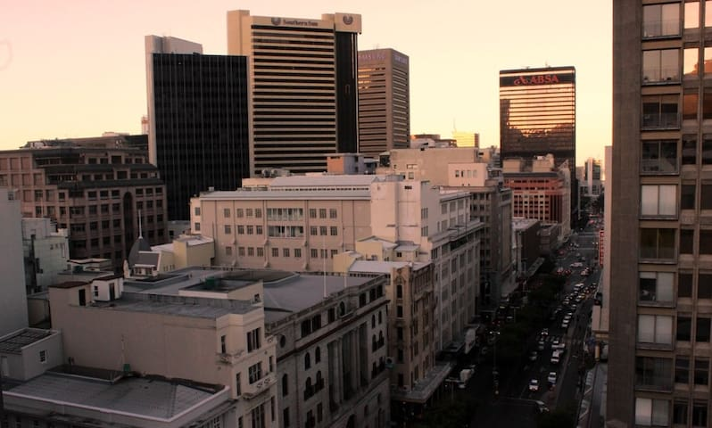 City Centre Oasis with Rooftop Pool Deck - Cape Town