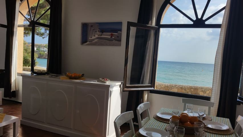 Apartment with garden 11 meters from the beach. B3