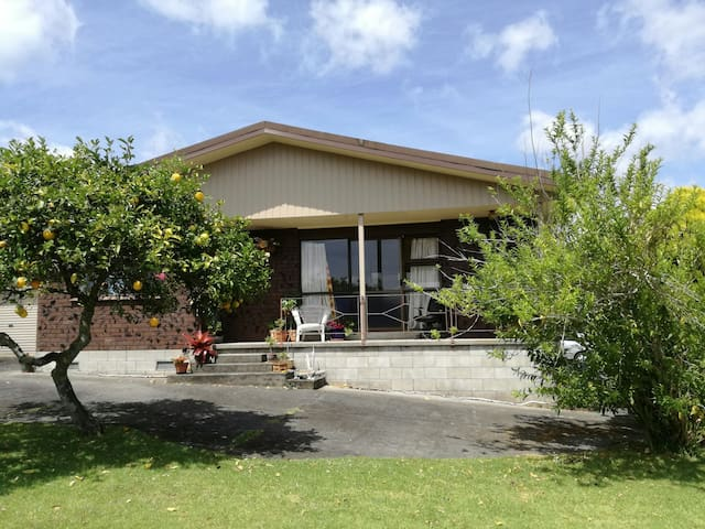 Omokoroa Health Retreat (Lounge/Shared Room) - Omokoroa - House