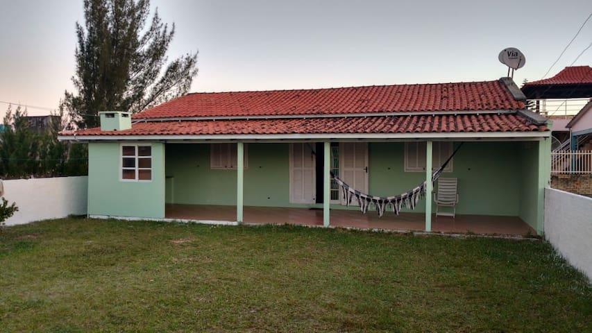 Casa de Praia Mobiliada à 300 metros do Mar.