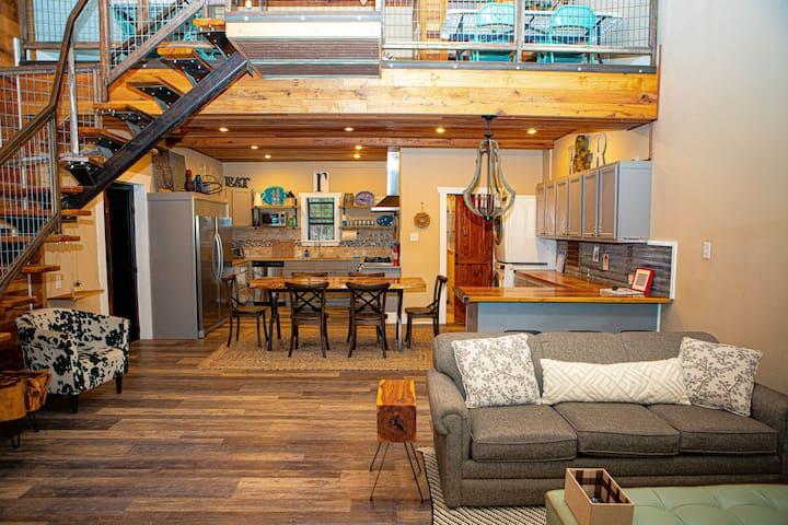 Spacious 2-story, stylish finishes and furnishings