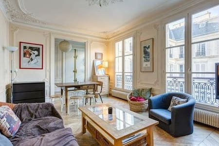 Private room in a charming 85m2 Haussmanian flat - Paris - Wohnung