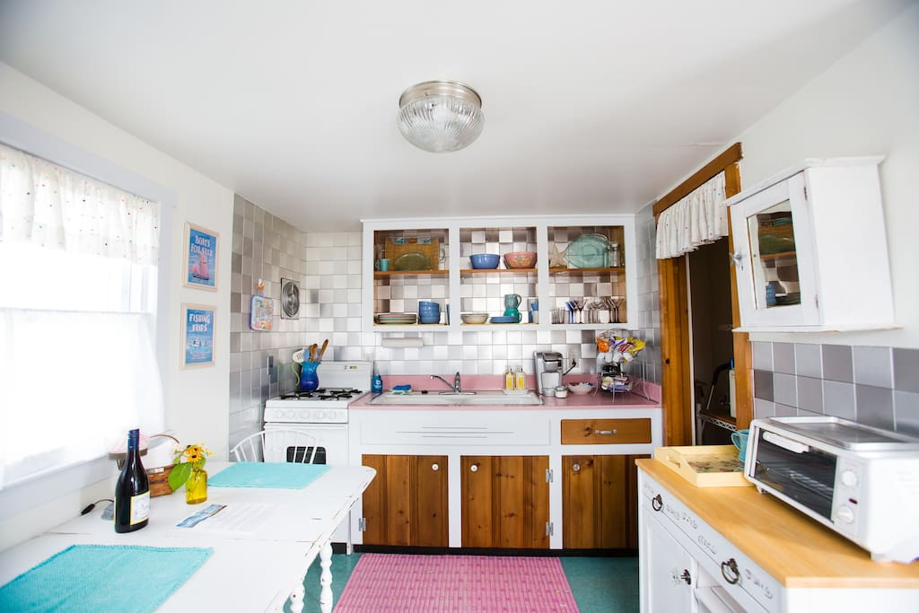 Quaint, well laid out  kitchen, new stainless fridge. Well lit and fully stocked.