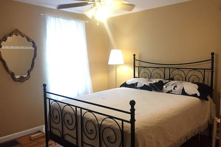 Private Cozy Room in Shepherdstown - Shepherdstown - Casa
