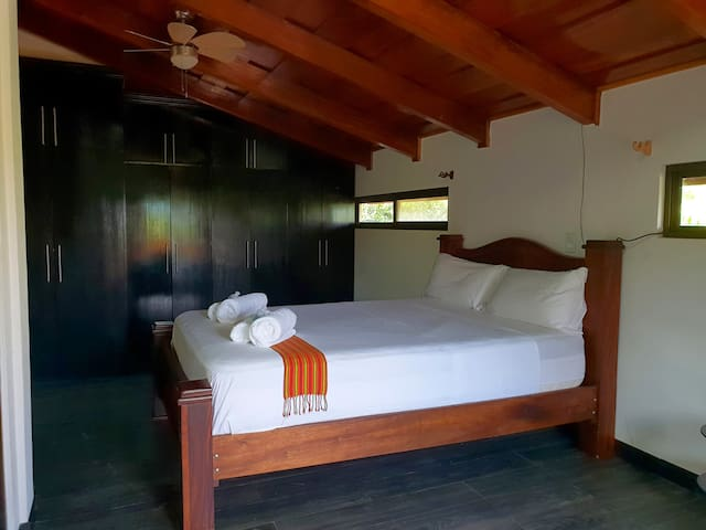 Howler Monkey Room 50m to Copal Kitebeach