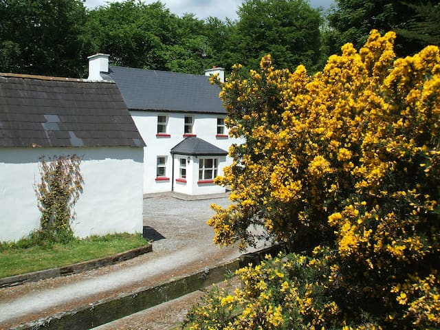 Glenview Lodge Farmhouse Cottage - Broadford - Cottage