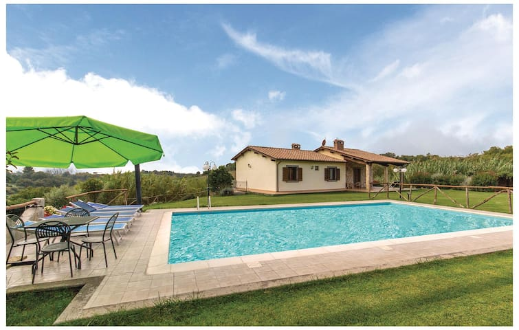 Holiday cottage with 3 bedrooms on 107 m² in Piansano VT