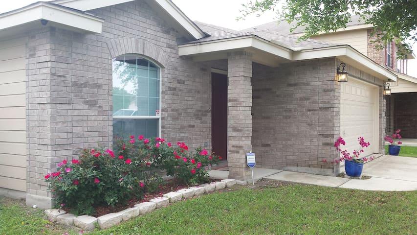 """Cozy Home on the hill"" - San Antonio - Rumah"